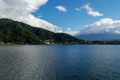 Beau paysage du mont Fuji avec le grand nuage Photo stock