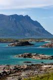 Beau paysage marin avec des montagnes Image stock