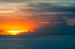 Beau paysage marin de coucher du soleil Photos stock