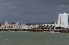 Beau paysage marin sur le côté de mer d'Albufeira image stock