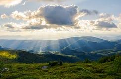 Beau paysage montagneux d'été Photo stock