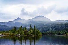 Beau paysage montagneux de la Norv?ge photographie stock libre de droits