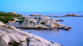 Beau paysage norvégien par l'océan dans Sandefjord, Norvège Images stock