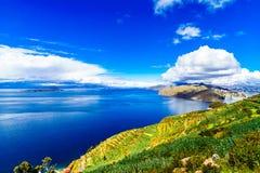 Beau paysage sur Isla del Sol par le Lac Titicaca - la Bolivie image libre de droits