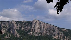 Beau paysage sur la gorge de Danube Banque serbe du Danube banque de vidéos