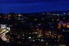 Beau paysage urbain aérien la nuit Image stock