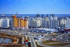Beau paysage urbain avec le gratte-ciel orange, jour, extérieur photos libres de droits