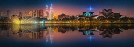 Beau paysage urbain d'horizon de Kuala Lumpur Photos stock