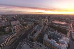 Beau paysage urbain de coucher du soleil Images libres de droits