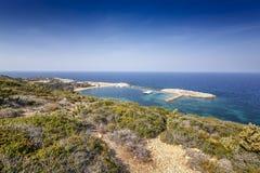 Beau paysage vibrant, baie de Limnionas sur l'île de Kos, photographie stock libre de droits