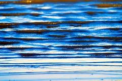 beau petit rivage de coup de vagues photos libres de droits