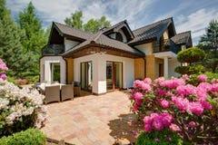 Beau porche de la maison photo libre de droits