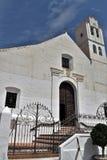 Beau portail d'église de San Antonio avec des barres de fer d'art et d'étapes à Frigiliana - village blanc espagnol Andalousie Photo libre de droits
