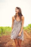 Beau portrait d'une fille heureuse insouciante Photographie stock libre de droits