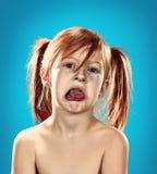 Beau portrait d'une petite fille mécontente contrariée Photo libre de droits