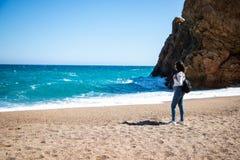 Beau portrait de femme sur la plage photographie stock