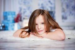 Beau portrait de fin d'hiver de petite fille préscolaire photographie stock libre de droits