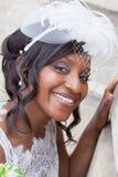 Beau portrait de jeune mariée d'afro-américain avec le voile au-dessus de son visage Photographie stock