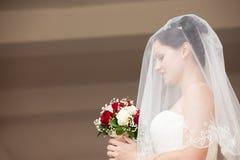 Beau portrait de profil de jeune mariée photo stock