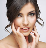 Beau portrait de visage de femme Touchi de main de visage de style de soins de la peau Photographie stock