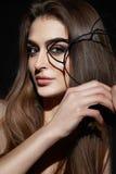 Beau portrait sexy de beauté de maquillage de soirée de femme de brune Images stock
