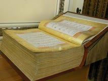 Beau Quran manuscrit antique de jeune truie ouvert image stock