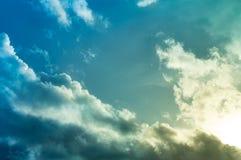 Beau résumé de ciel bleu et de nuage, utilisé comme fond et texture photos libres de droits