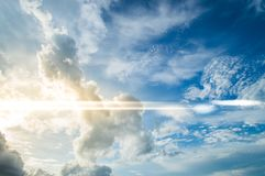 Beau résumé de ciel et de nuage, utilisé comme fond et texture photo libre de droits