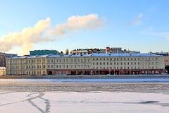 Beau remblai de Prechistenskaya à Moscou dans les rayons du soleil d'hiver photo libre de droits