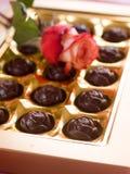 Beau rose et bonbons au chocolat Photos libres de droits