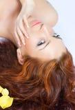 beau rouge d'une chevelure proche de dame vers le haut Photographie stock