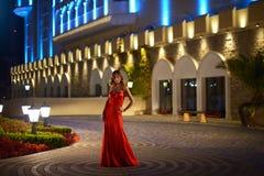 beau rouge de fille de robe Images libres de droits