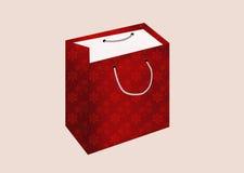 Beau sac de fête de cadeau en rouge avec des flocons de neige d'isolement sur un pâle - fond rose Photos libres de droits
