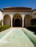 Beau se baigner dans le palais d'Alcazaba Image libre de droits