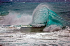 Beau shorebreak, vague se brisante Image libre de droits