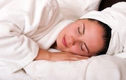 Beau sommeil de jeune femme Photographie stock libre de droits