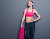 Beau sourire d'athlète féminin Photographie stock libre de droits