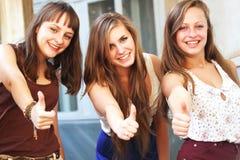 Beau sourire de filles d'étudiant Photo libre de droits