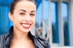 Beau sourire de jeune femme Photo stock