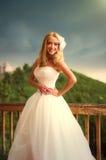 Beau sourire heureux de jeune mariée Photo stock