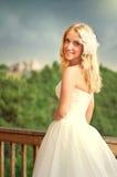Beau sourire heureux de jeune mariée Photos stock
