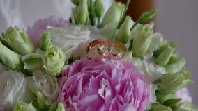 Beau support de fleurs dans un mode de vie de chambre dans un vase Photos libres de droits