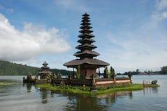 beau temple de lac de l'Indonésie d'hindouisme de bali Images libres de droits