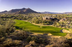 Beau terrain de golf de désert Image stock