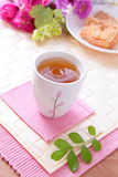 Beau thé d'après-midi avec des biscuits, roses Photo libre de droits