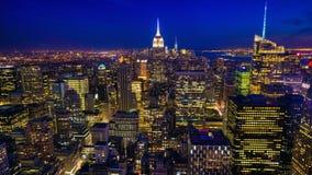 beau timelapse de 4K UltraHD A de nuit au jour au coeur de Manhattan clips vidéos