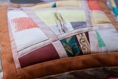 Beau tir d'oreiller créé par technique de patchwork Oreiller de ma grand-maman Photo libre de droits