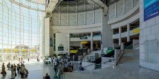 Beau tir de jour d'intérieur d'aéroport Front Window de Lisbonne dessus Images stock