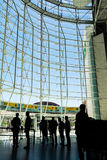 Beau tir de jour d'intérieur d'aéroport Front Window de Lisbonne dessus Images libres de droits