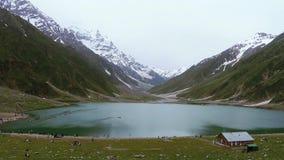 Beau tir de lac Saif Al Malook In Cloudy Weather, en vallée de Naran, Kaghan, clips vidéos